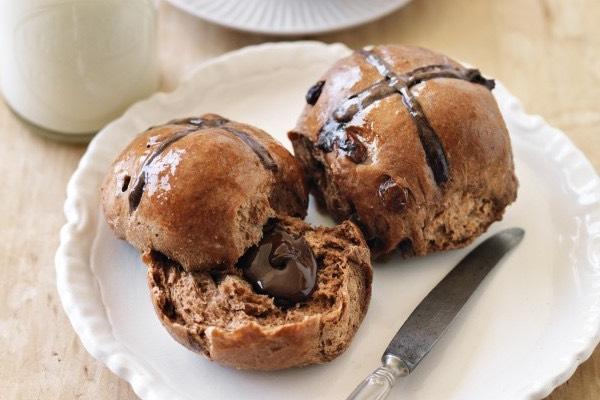 chocolatefilled-hot-cross-buns_smooth_start